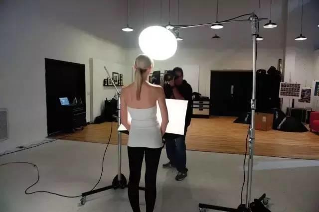 在家中打造专业影棚,拍摄经典黑白肖像