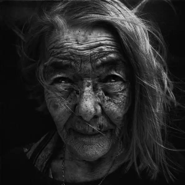 摄影 | 充满故事性的黑白人像摄影