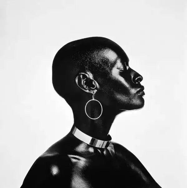 20位摄影大师的黑白女性肖像