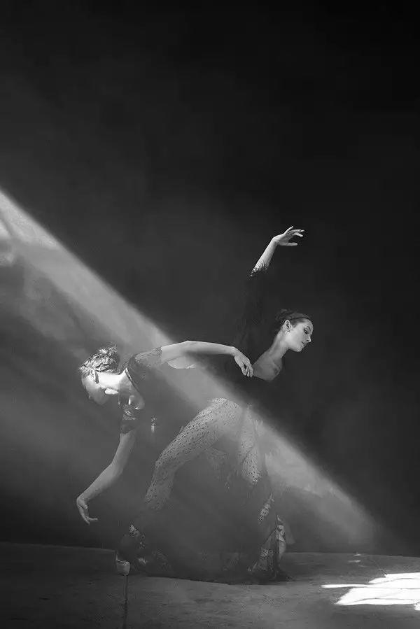 用一生Diss修图的摄影师,让潮流重回不修片的时代丨Peter Lindbergh