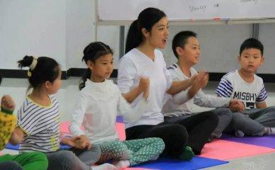 儿童瑜伽的益处及课程特点